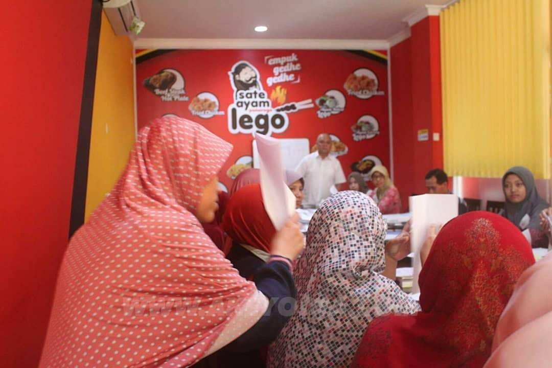 In House Training di Warung Sate ayam Ponorogo Lego